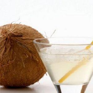 5 Переваг кокосової води для жінок (а також для чоловіків)
