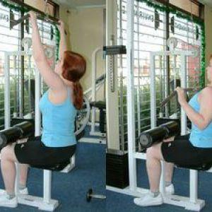 Тяга до грудей з верхнього блоку - вправа для підготовки спини до підтягування