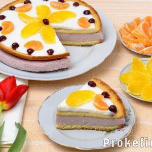 Бісквітний торт з фруктами і кефірний кремом