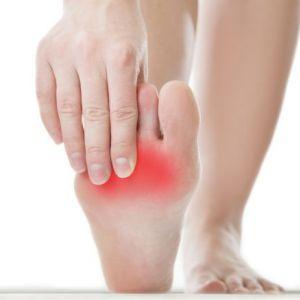 Болять і опухають ноги після тривалого ходіння на високих підборах? Допомогти вам в цьому можуть ці три інгредієнти