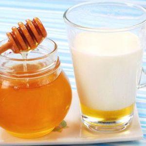 Чим корисно молоко з медом при кашлі та інших проблемах? Користь молока з медом і маслом