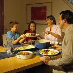 Діти стикаються з ожирінням через стреси у батьків