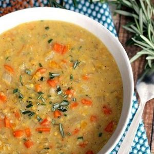 Дієтичний сочевичний суп з куркою