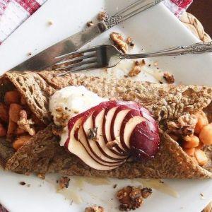 Дієтичний рецепт гречаних млинців з яблуками і сиром