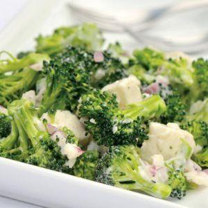 Дієтичний салат з брокколі з курячими грудками