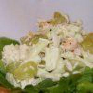 Дієтичний салат з курки і фруктів