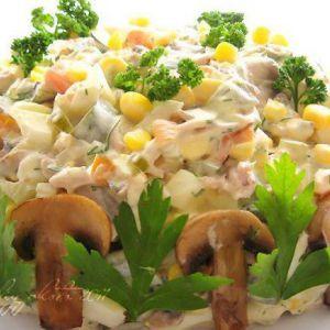 Дієтичний салат з куркою і грибами: можна навіть на ніч!