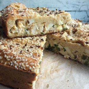 Дієтичний заливний пиріг з куркою і кунжутом