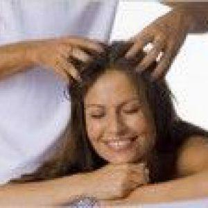 Домашній масаж голови для росту волосся