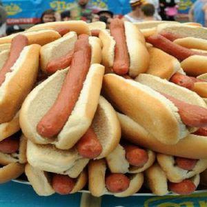 Хот-доги, шинка і оброблене м`ясо пов`язані з раком: дослідження