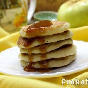 Яблучні оладки з манкою на кефірі без масла з вівсяними пластівцями і висівками