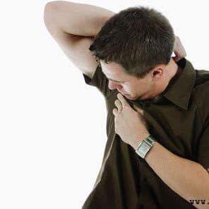 Як позбутися від запаху поту на одязі в домашніх умовах