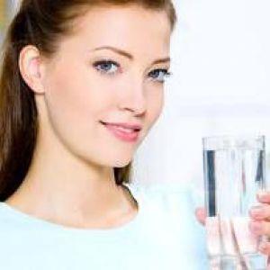 Як пити воду для схуднення і міфи про це