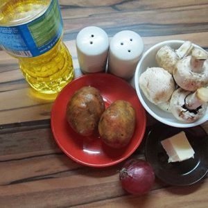 Картопля з грибами і цибулею