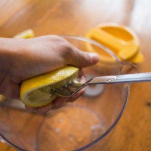 Лимонна вода: помилка, яку роблять мільйони людей щоранку!