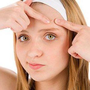 Мануальна чистка обличчя - єдиний спосіб позбутися від камедонів і забитих пір