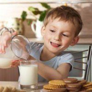 Знежирене молоко може привести дитину до зайвої ваги