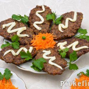 Оладки з печінки яловичої з морквою