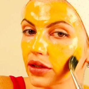 Підтягує маска з жовтком, медом і лимоном від популярної блогерша!