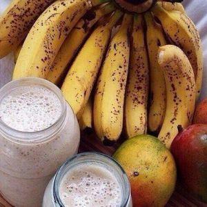 Корисний і низькокалорійний смузі з манго і банани
