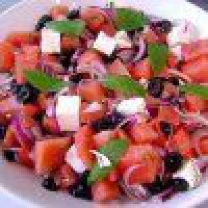 Салат з кавуна з моцарелою