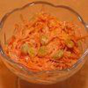 Салат з моркви з родзинками