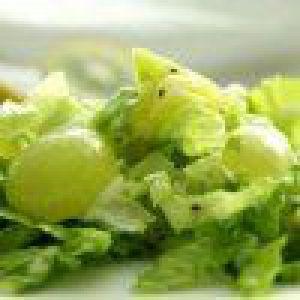 Салат з пекінкі з ківі і виноградом