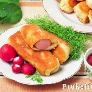 Сосиски в тісті смажені на сковороді без дріжджів на кефірі