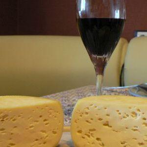 Список сортів знежиреного сиру і рецепти домашнього приготування