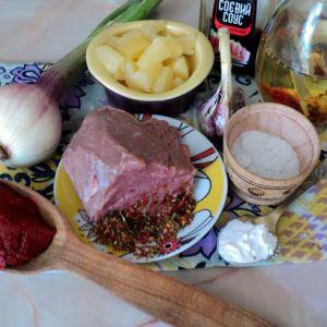 Свинина в кисло-солодкому соусі з ананасами