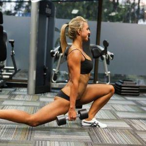 Тренування в тренажерному залі для дівчат - початківців і підготовлених