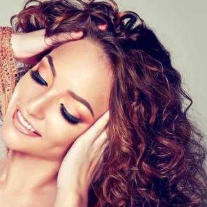 Догляд за кучерявим волоссям в домашніх умовах: основні правила та поради стилістів