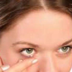Догляд за століттями і шкірою навколо очей