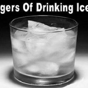 Ось чому не можна пити воду з льодом!