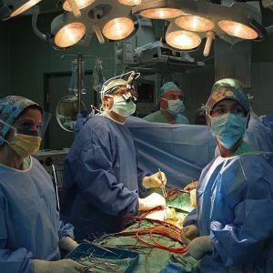 Вперше в ізраїлі: серце хворого дістали з грудей, щоб очистити від ракової пухлини