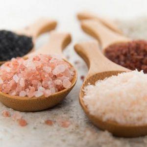 Шкода кухонної і морської солі для організму. Чому пряність небезпечна?